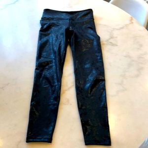 NWOT Heroine Sport black lace leggings. S
